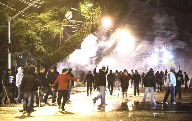Confusão na Arena da Baixada Atlético-PR (Foto: Brunno Covello / Agência Estado)
