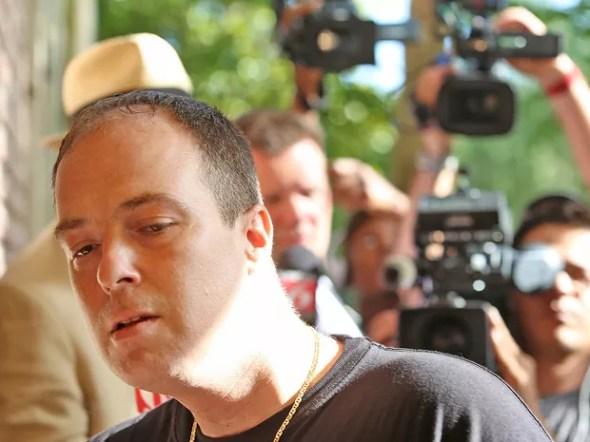 Matthew Apperson, que teria trocado tiros com George Zimmerman, chega ao Departamento de Polícia de Lake Mary, na segunda-feira (11) (Foto: Red Huber/Orlando Sentinel via AP)