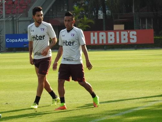 Petros e Cueva vão enfrentar o Fluminense nesta quarta-feira (Foto: Marcelo Hazan)