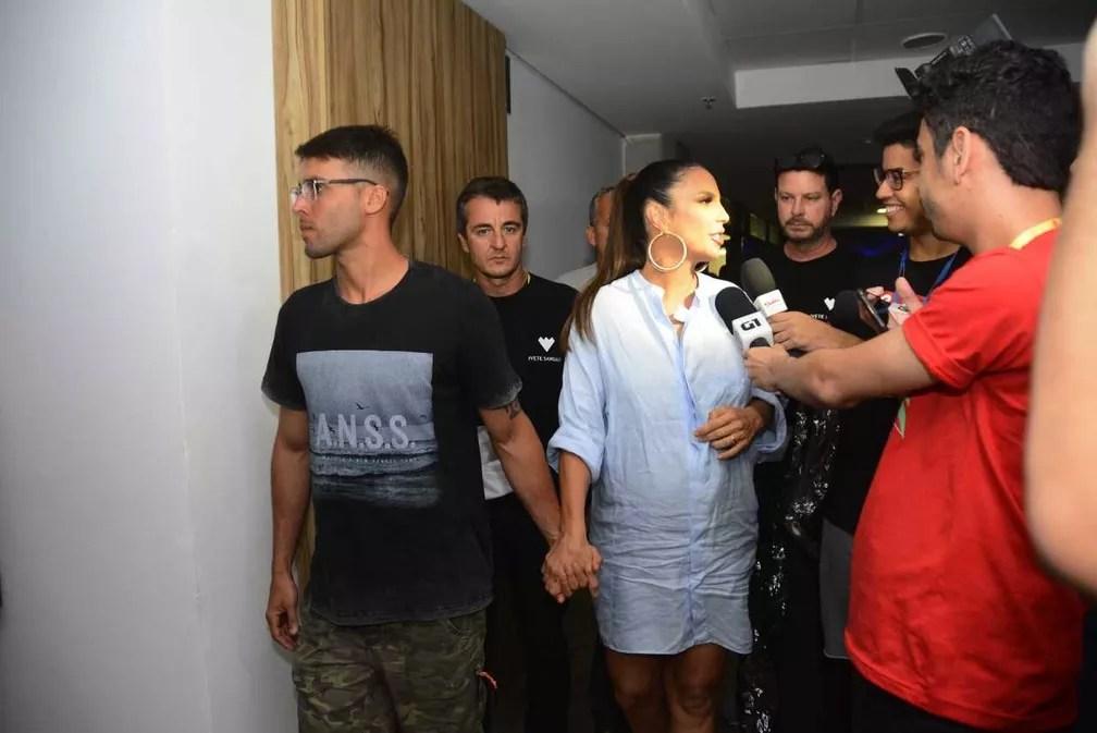 Ivete Sangalo de mãos dadas com o marido Daniel Cady (Foto: André Carvalho/Ag Haack)