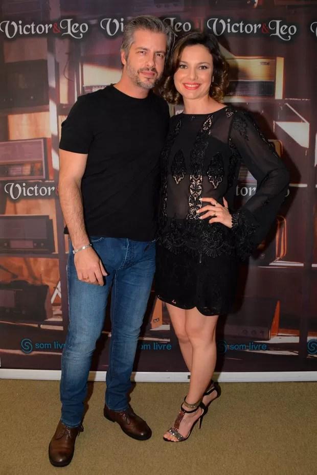 Grávida, mulher do cantor sertanejo Victor, o acusa de agressão