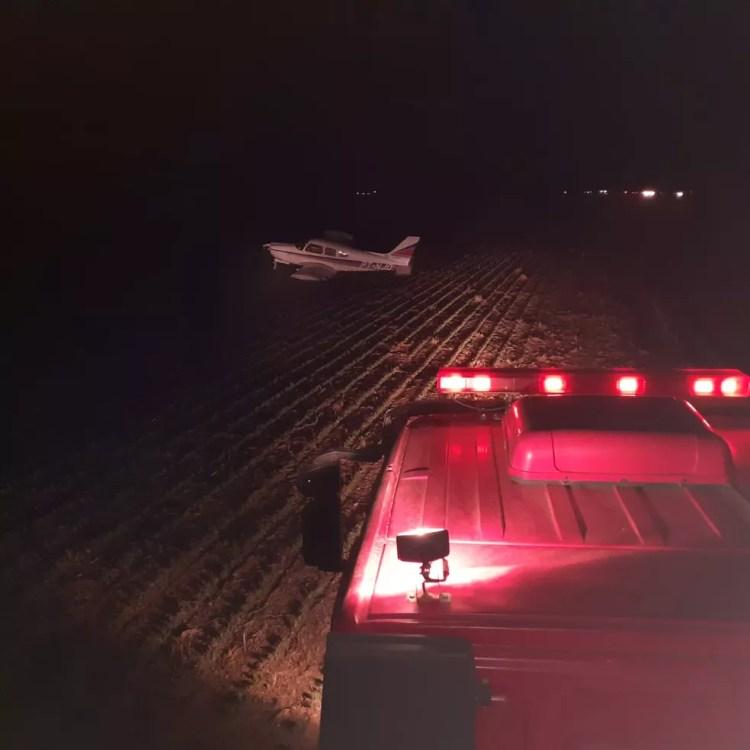Avião fez pouso forçado em lavoura, em Lucas do Rio Verde — Foto: Corpo de Bombeiros-MT/ Divulgação