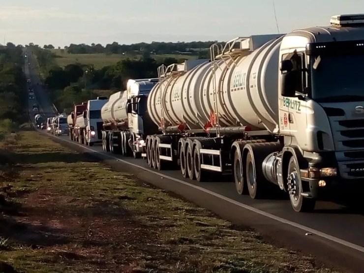 A fila de caminhões na entrada de Campo Grande no oitavo dia de paralisação (Foto: David Mello)