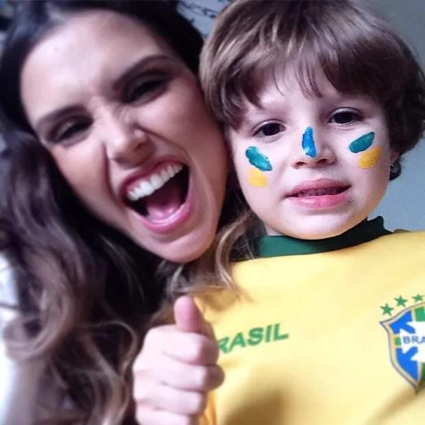 Flávia Viana apoia ato anti-Dilma (Foto: Reprodução/Instagram)