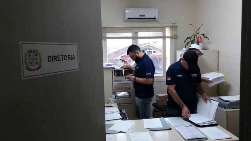 Além de suspensão de funções, foram feitas buscas na Câmara de Vereadores de Vera Cruz (Foto: MP/Divulgação)