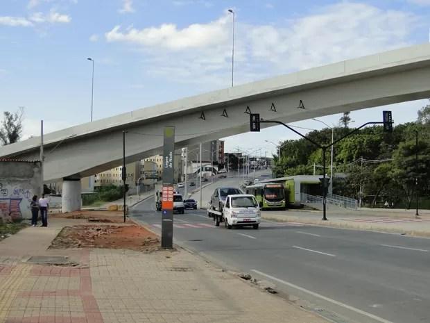 Deste ponto da avenida, era possível ver as alças de dois viadutos (Foto: Raquel Freitas/G1)