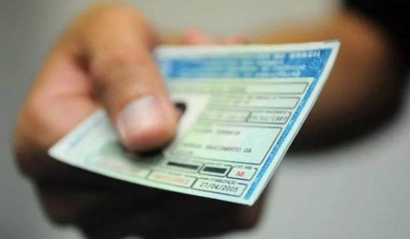 Donos de veículos devem fazer o licenciamento  (Foto: Divulgação)