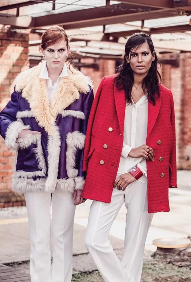 Casaco Prada (R$ 22.180) combinado a camisa Le Lis Blanc (R$ 540) e calça Carina Duek (R$ 950); e casaco (R$ 1.672), camisa (R$ 796) e calça (R$ 924), tudo Cris Barros (Foto: Tavinho Costa)