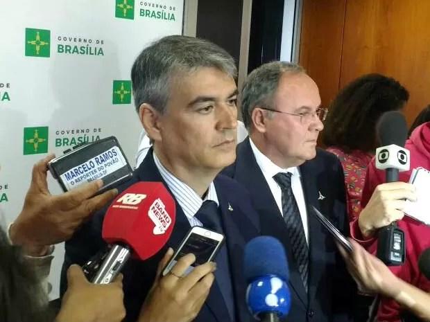 Chefe da Casa Civil do DF, Sérgio Sampaio, e secretário de Fazenda, João Antônio Fleury, em entrevista no Palácio do Buriti (Foto: Beatriz Pataro/G1)