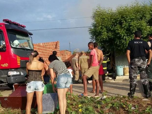 Casa é incendiada em Lagoa Grande, PE (Foto: Divulgação/Polícia Militar)