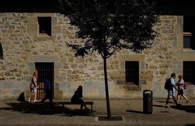 Onda de calor atinge a Espanha. Foto mostra dia quente na cidade de Pamplona, no norte do país (Foto: AP Photo/Alvaro Barrientos)