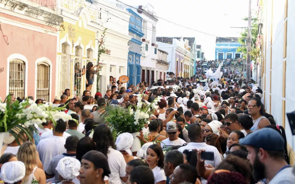 Cortejo do Águas de Oxalá tomou as ruas do Sítio Histórico de Olinda — Foto: Marlon Costa/Pernambuco Press