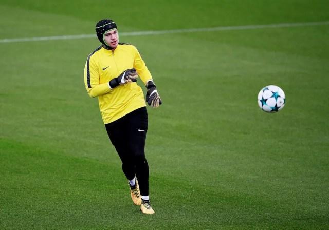 Goleiro pode aparecer em campo diante do Feyenoord, nesta quarta (Foto: Reuters)