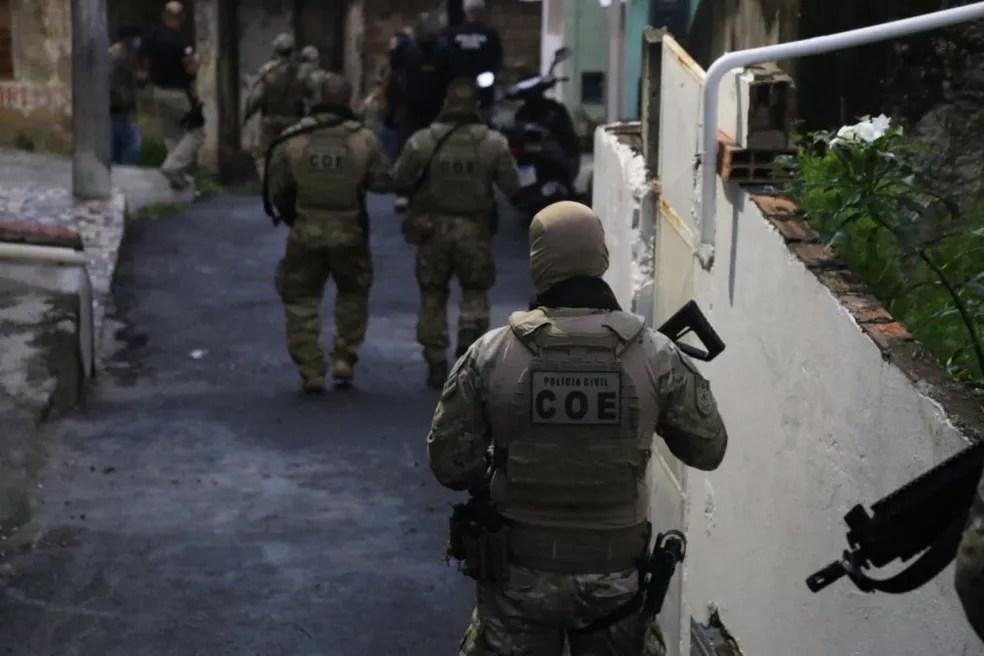 Polícia prende segurança e faz busca no Atakarejo após morte de tio e sobrinho que furtaram carne na Bahia — Foto: Alberto Maraux/SSP-BA