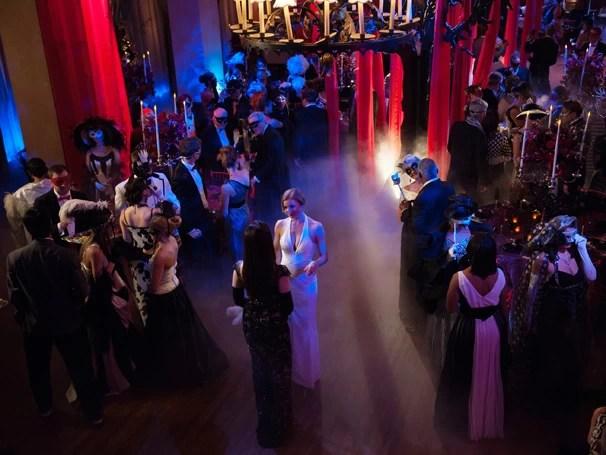 Revenge: baile de máscaras promete fortes emoções para Victoria Grayson