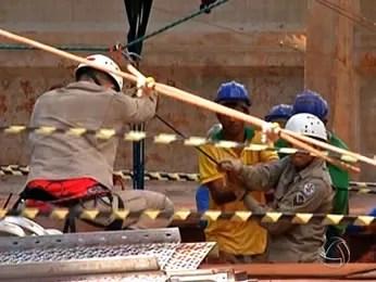 Operário cai em poço em Tangará da Serra (Foto: Reprodução/TVCA)