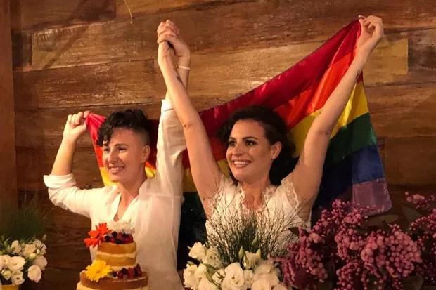 """mariana e gabrielle - Com Bolsonaro eleito, casais homossexuais antecipam casamento: """"Medo de perder o direito"""""""
