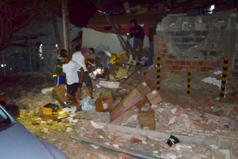 Parte de prédio da empresa de valores Protege ficou destruída — Foto: Arquivo pessoal