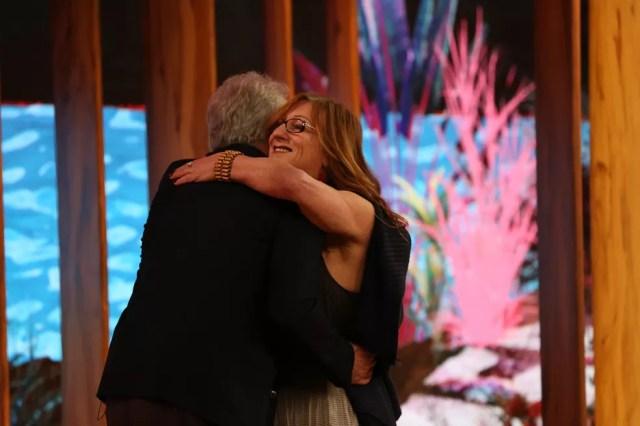 Laerte recebe o carinho de Bial (Foto: Carol Caminha/Gshow)