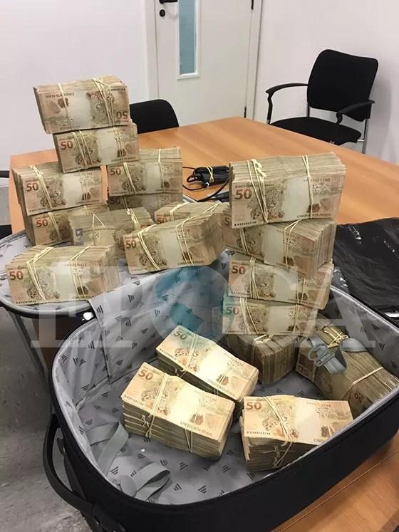 Fotos da mala de dinheiro entregue ao emissário de Michel Temer, em 28 de abril (Foto: reprodução)