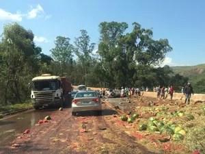 Acidente deixa mortos na BR-040, na Região Central de Minas (Foto: João Paulo Moraes/TV Globo)
