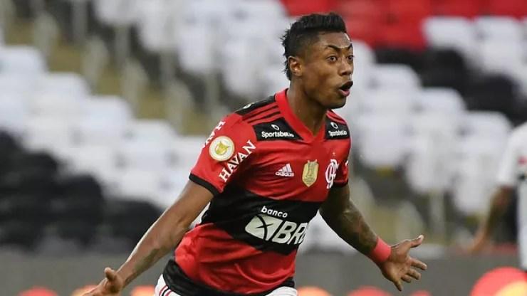 Bruno Henrique comemora gol do Flamengo contra o São Paulo