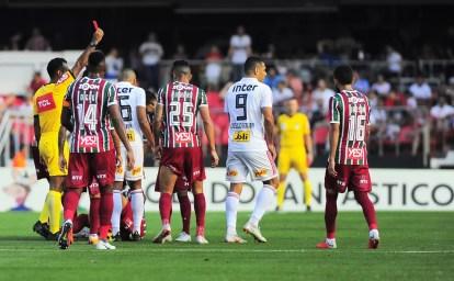 Diego Souza foi expulso no empate por 1 a 1 com o Fluminense, no Morumbi — Foto: Marcos Ribolli/GloboEsporte.com