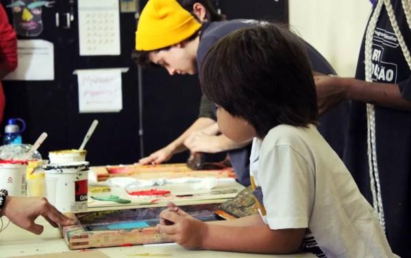 Psicólogos dizem que as crianças não devem ser ensinadas a temer o fracasso, mas a olhá-lo como forma de aprender melhor — Foto: CCBB Educativo/Divulgação