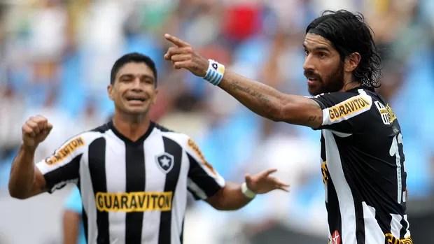 Loco Abreu gol Botafogo (Foto: Fernando Soutello / AGIF)