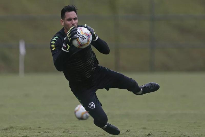 Com problema leve, Gatito não preocupa — Foto: Vitor Silva/Botafogo