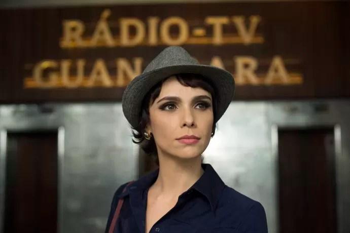 Verônica Maia (Débora Falabella) vira a estrela da TV Guanabara (Foto: Globo/Estevam Avellar)