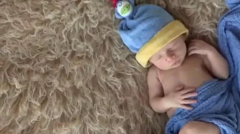Fotografias trazem bebês de até 15 dias em posições inusitadas (Foto: Divulgação)