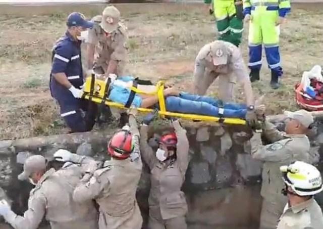 Motorista ficou ferido depois de cair com o carro dele na vala de escoamento de água da BR-163, em Sorriso (MT) — Foto: Divulgação