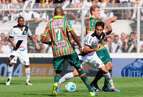 Adilson Goiano já enfrentou o próprio Sampaio na Série B de 2014 com a camisa da Ponte Preta (Foto: Rodrigo Villalba/Futura Press/Agência Estado)