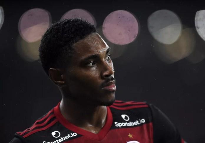 Clube árabe procurou o Flamengo por Vitinho — Foto: André Durão