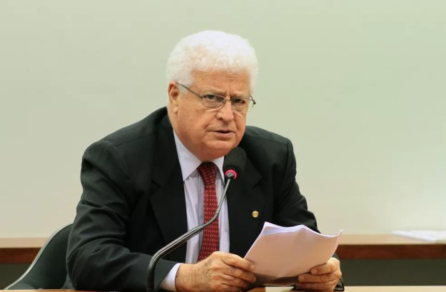 O deputado Nelson Meurer em reunião de comissão na Câmara em dezembro de 2013 (Foto: Viola Junior/Câmara dos Deputados)