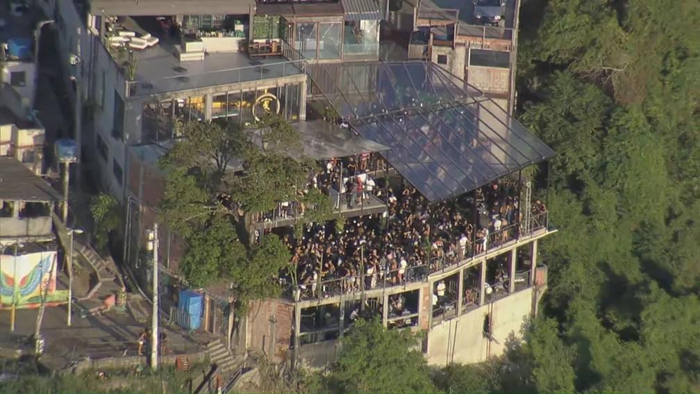 Festa no Vidigal na manhã desta terça (16) — Foto: Reprodução/TV Globo