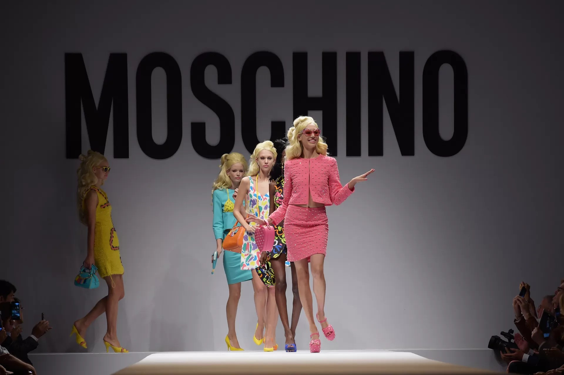 MILAN, ITALY - SEPTEMBER 18:  Models walk the runway during the Moschino show as a part of Milan Fashion Week Womenswear Spring/Summer 2015 on September 18, 2014 in Milan, Italy.  (Photo by Pier Marco Tacca/Getty Images) (Foto: Getty Images)