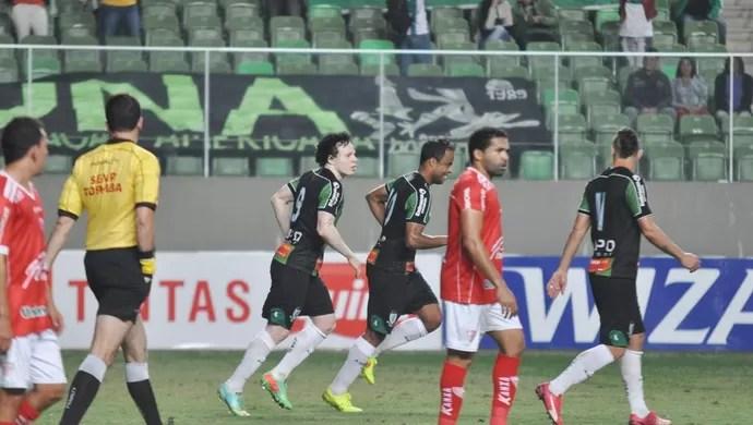 Mancini comemora gol do Coelho na vitória do América-MG sobre o Mogi (Foto: Divulgação/AFC)