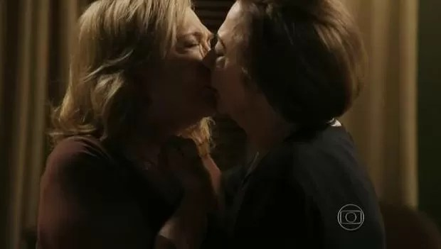 Nathália Timberg e Fernanda Montenegro em cena como Teresa e Estela em Babilônia (Foto: Reprodução/Globo)