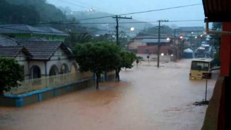 Tromba d'água atingiu a cidade de Urucânia, na Zona da Mata, na madrugada desta segunda (4). (Foto: Divulgação/ Prefeitura)