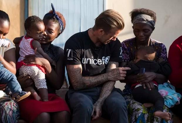 David Beckham se comove com crianças portadoras de HIV na África