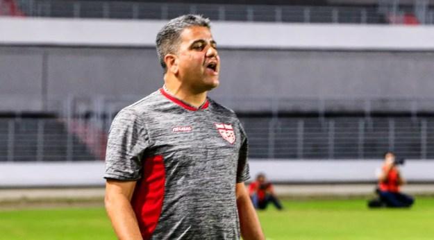 Marcelo Cabo fala sobre o assédio aos jogadores do CRB — Foto: Ailton Cruz/Gazeta de Alagoas