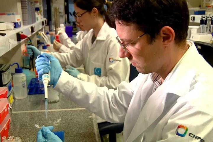Pesquisador Marcio Chaim Bajgelman, do LNBio, trabalha no desenvolvimento de vacina contra o câncer. (Foto: CNPEM/Divulgação)