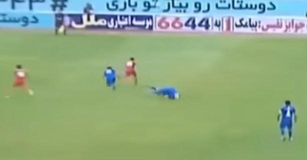 Momento em que Padovani caiu no gramado e sofreu fratura, em acidente em fevereiro deste ano — Foto: Reprodução/TV Globo