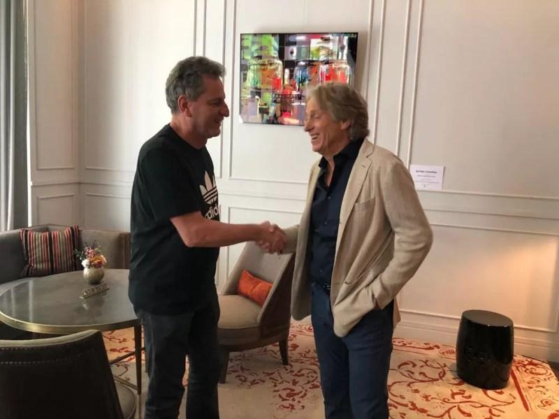 Rodolfo Landim e Jorge Jesus selaram o acordo em encontro neste sábado, em Madri — Foto: Raphael De Angeli