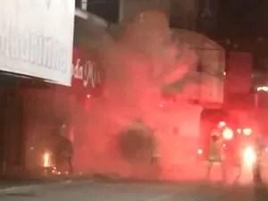 Loja pega fogo no Centro de Cabo Frio (Foto: Reprodução)