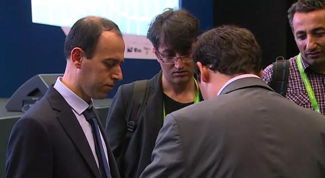 Caucher Birkar após a informação do furto da pasta    (Foto: Reprodução/TV Globo)