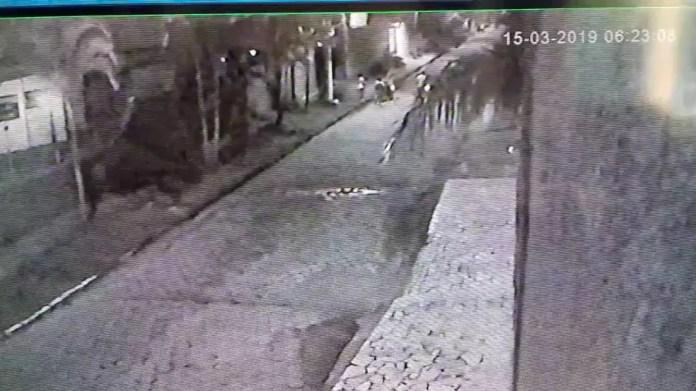 Imagens de câmeras de segurança mostram confusão após tiros — Foto: Divulgação/Polícia Civil