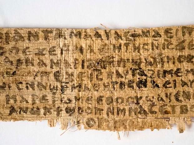 Uma inscrição antiga feita em papiro pode sinalizar que Jesus Cristo tinha uma esposa. O material foi apresentado nesta terça-feira (18), durante o 10º Congresso Internacional de Estudos Coptas, que está sendo realizado em Roma. (Foto: AP Photo/Harvard University, Karen L. King)